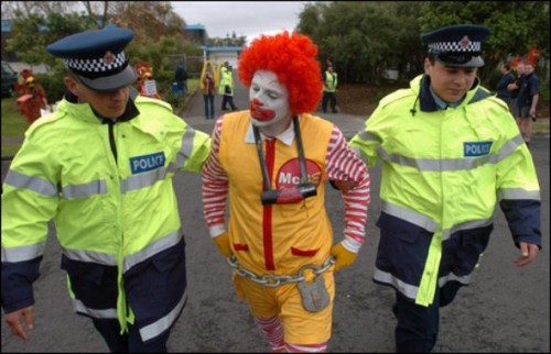 funny caught in costume 7 500x322 Funniest Costumes to Get Arrested in